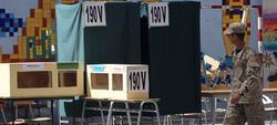 Liceo Carmela Carvajal en Santiago de Chile, horas antes de que se abran los colegios electorales | EFE