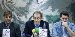 José Luis Llorente (c), presidente de la ABP, junto a Rudy Fernández (d) y Rafa Jofresa. | EFE/Archivo