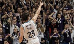 Sergio Llul celebra una canasta.   EFE