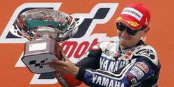 Lorenzo celebra su victoria en Montmeló. | EFE