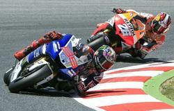 Lorenzo rueda por delante de Pedrosa en montmeló. | EFE