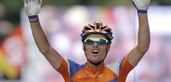Luis León Sánchez celebra su triunfo de etapa. | EFE