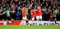Los jugadores del United protestan el gol de De Marcos. | EFE