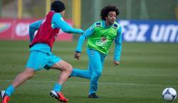 Marcelo, con Kaká en un entrenamiento de la selección brasileña. | EFE