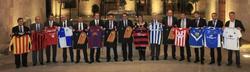 Los presidentes de los clubes catalanes con Mas.