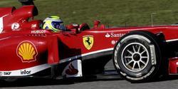 Felipe Massa rueda con el F138 en el circuito de Jerez de la Frontera. | EFE
