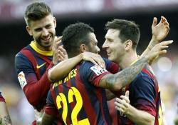 Piqué, Alves y Messi celebran uno de los goles ante el Levante. | EFE