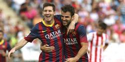 Messi celebra su gol con Cesc Fábregas. | EFE