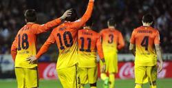 Los jugadores celebran junto a Messi el tanto del empate. | EFE