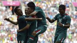 Los jugadores mexicanos celebran la victoria. | EFE
