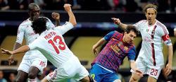Messi (2d) controla el balón ante Nesta y Ambrosini.   EFE
