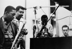 Coltrane, Adderley, Miles Davis y Bill Evans durante la grabación