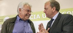Monago conversa con Felipe González, en un desayuno informativo celebrado en Badajoz. | EFE