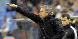 José Mourinho, durante el partido del pasado domingo en Balaídos.   EFE