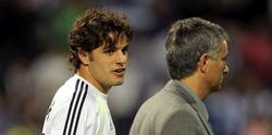 Pedro León (i) y José Mourinho. | Archivo