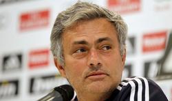 Mourinho, durante la rueda de prensa de ayer.   EFE