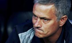 Mourinho, en el banquillo del Bernabéu. | EFE