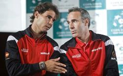 Rafa Nadal (i) y Alex Corretja. | Archivo