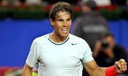 Rafa Nadal celebra su victoria ante Milos Raonic. | EFE