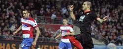 Negredo anota el primer gol del partido.   EFE