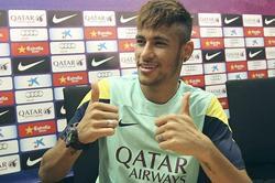 El brasileño llega para ayudar a Messi. | EFE