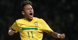Neymar celebra un tanto con Brasil.