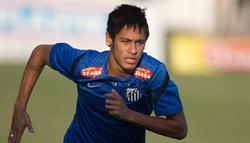 Neymar, durante un entrenamiento con el Santos. | Cordon Press/Archivo