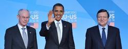 Barack Obama, entre José Manuel Durao Barroso y Herman Van Rompuy, en Lisboa en 2010. | Cordon Press