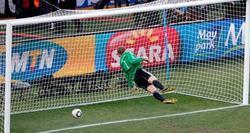 El ojo de halcón llega a la Premier League para evitar los goles fantasma. | Archivo