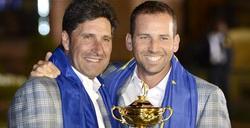 José María Olazábal y Sergio García posan con el trofeo de la Copa Ryder. | EFE