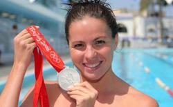 Paola Tirados enseña su medalla de plata.   Archivo