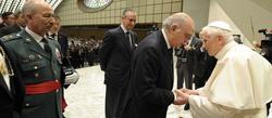 Fernández Díaz saluda al Papa tras la audiencia | Interior