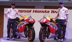 Dani Pedrosa y Marc Márquez, junto a la Honda RC 213 V. | EFE