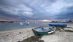 Barcas abandonadas, en una playa británica. | Corbis