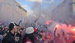 Incidentes entre radicales del PSG y la Policía en la Plaza del Trocadero. | EFE