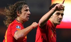 Puyol y Villa celebran un gol con la selección española.