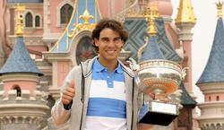 Rafa Nadal, en Disneyland París, con su octavo Roland Garros. | EFE