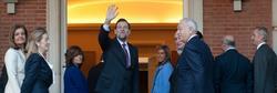 Rajoy saluda, en la presentación de su equipo | Moncloa