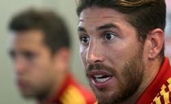 Sergio Ramos, en rueda de prensa junto a Jordi Alba. | EFE