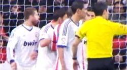 Momento en el que Sergio Ramos escupe a Diego Costa, captado por las cámaras de Cuatro.
