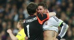 Iker Casillas se funde con Ramos en un emotivo abrazo.
