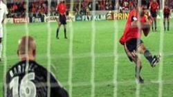 Raúl, en el momento de fallar el fatídico penalti.