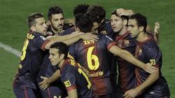 Los jugadores del Barcelona celebran uno de los tantos.   EFE