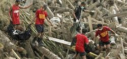 Efectivos de rescate buscan supervivientes entre los escombros | EFE