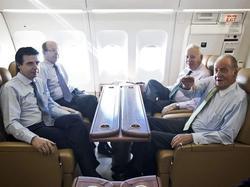 El Rey, en un reciente viaje oficial con varios ministros | Casa Real