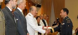 El Rey entrega una distinción al oficial extranjero más destacado. | Mde