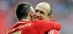 Ribery se abraza con Robben. | Archivo