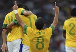Rómulo celebra el primer tanto de Brasil.   EFE