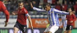 Rondón pelea con el capitán del Osasuna. | EFE