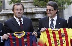 Sandro Rosell y Artus Mas presenta la equipación del Barcelona. | EFE